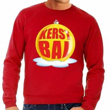 Foute feest kerst sweater met gele kerstbal op rode sweater voor here