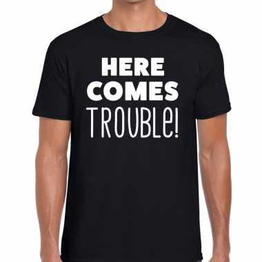 Fun t-shirt here comes trouble zwart voor heren