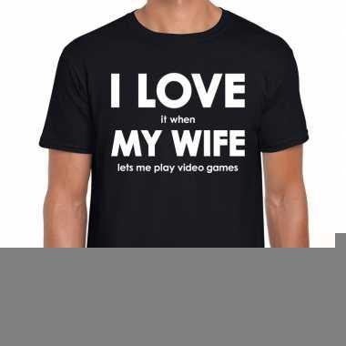 Fun t-shirt i love it when my wife lets me play video games zwart voo