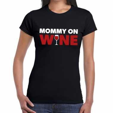 Fun t-shirt mommy on wine zwart voor dames