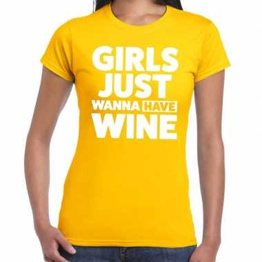 Girls just wanna have wine fun t-shirt geel voor dames