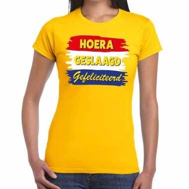 Hoera geslaagd gefeliciteerd geel fun-t shirt voor dames