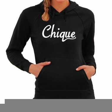 Hooded sweater zwart met chique bedrukking voor dames