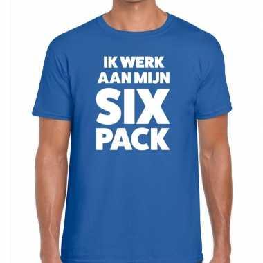 Ik werk aan mijn six pack fun t-shirt voor heren blauw