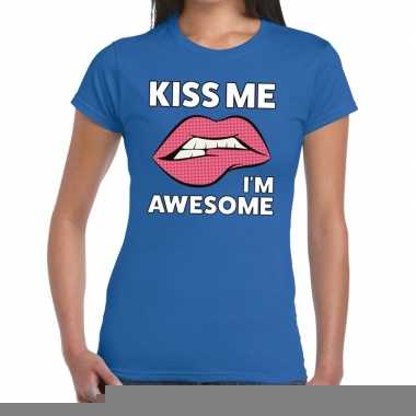 Kiss me i am awesome blauw fun-t shirt voor dames