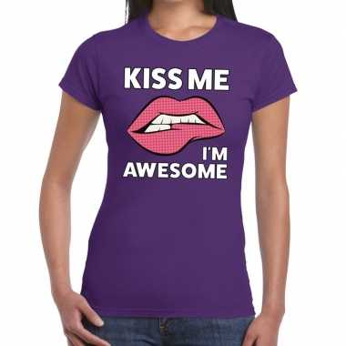 Kiss me i am awesome paars fun-t shirt voor dames