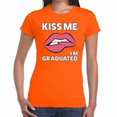 Kiss me i am gratuaded oranje fun-t shirt voor dames