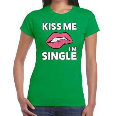 Kiss me i am single groen fun-t shirt voor dames