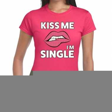 Kiss me i am single roze fun-t shirt voor dames