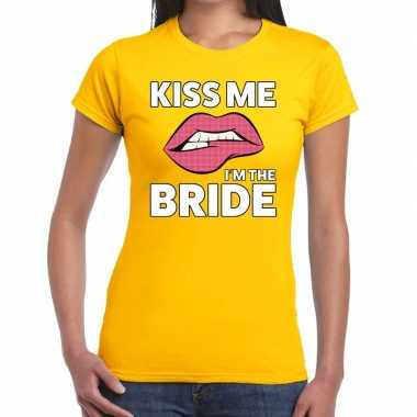 Kiss me i am the bride geel fun-t shirt voor dames