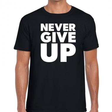 Never give up fun tekst t-shirt zwart voor heren