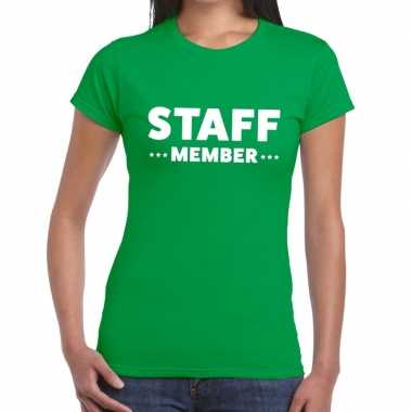 Personeel t-shirt groen met staff member bedrukking voor dames