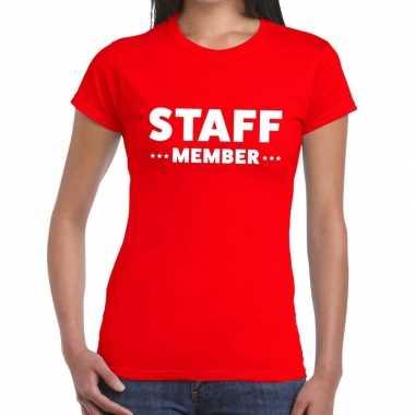 Personeel t-shirt rood met staff member bedrukking voor dames