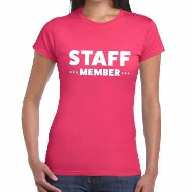 Personeel t-shirt roze met staff member bedrukking voor dames