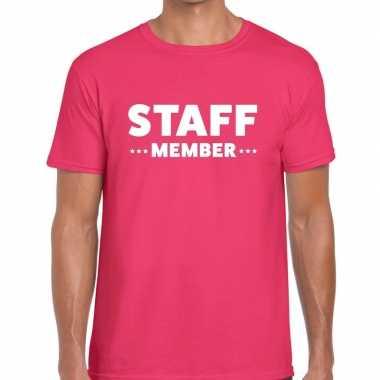 Personeel t-shirt roze met staff memeber bedrukking voor heren