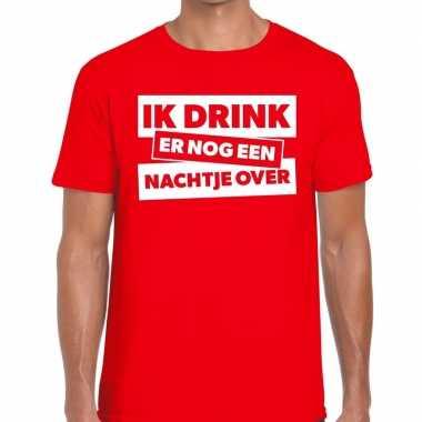 Rood t-shirt ik drink er nog een nachtje over fun t-shirt heren