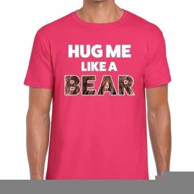 Roze hug me like a bear fun t-shirt voor heren