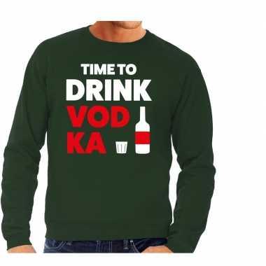 Time to drink vodka fun sweater groen voor heren