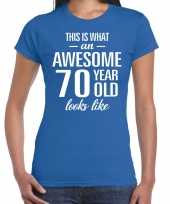 Awesome 70 year cadeau t-shirt blauw voor dames