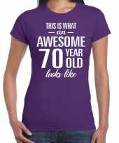 Awesome 70 year cadeau t-shirt paars voor dames