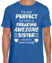 Freaking awesome sister zus cadeau t-shirt blauw voor heren