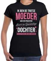 Moeder is trots op dochter fun kado shirt zwart voor dames