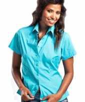 Turkoois gekleurd dames overhemd met korte mouwen