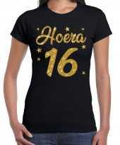 Zwart hoera 16 jaar verjaardag jubileum t-shirt voor dames met gouden glitter bedrukking
