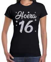 Zwart hoera 16 jaar verjaardag jubileum t-shirt voor dames met zilveren glitter bedrukking