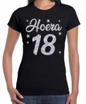 Zwart hoera 18 jaar verjaardag jubileum t-shirt voor dames met zilveren glitter bedrukking