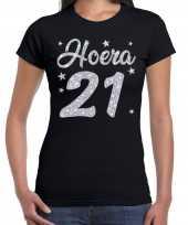 Zwart hoera 21 jaar verjaardag jubileum t-shirt voor dames met zilveren glitter bedrukking