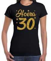 Zwart hoera 30 jaar verjaardag jubileum t-shirt voor dames met gouden glitter bedrukking