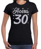 Zwart hoera 30 jaar verjaardag jubileum t-shirt voor dames met zilveren glitter bedrukking