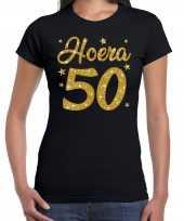 Zwart hoera 50 jaar verjaardag sarah t-shirt voor dames met gouden glitter bedrukking