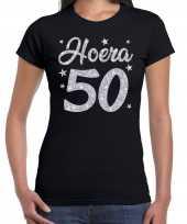 Zwart hoera 50 jaar verjaardag sarah t-shirt voor dames met zilveren glitter bedrukking